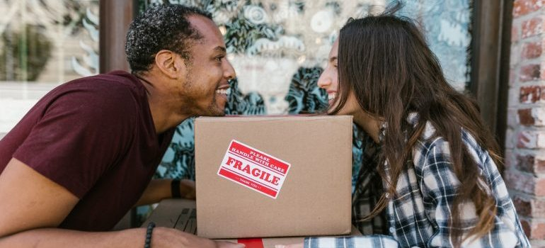 man and woman happy about choosing packing service Toronto