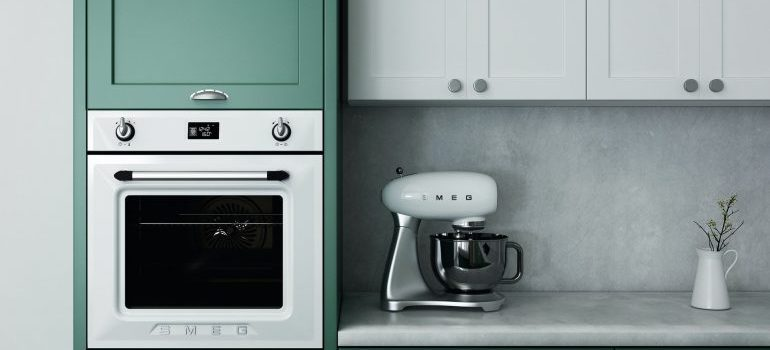 You need to be methodical to effectively pack your kitchen before moving long distance